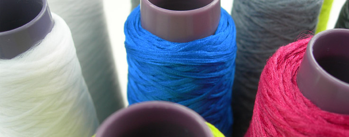 Visually, polyester fibers on a spool hardly differ from normal threads.